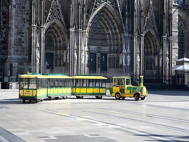 Kölner Weihnachtsmarktexpress_Bilder Wolters Bimmelbahnen_Kölner Dom