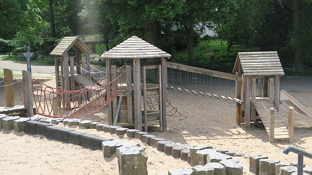 Rheinpark Spielplatz Köln Familienausflug Köln